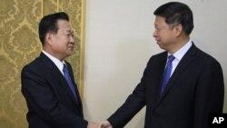 Song Tao (kanan), utusan khusus Presiden China bertemu pejabat senior Korea Utara di Pyongyang hari Sabtu (18/11).