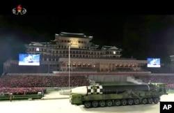 지난해 10월 북한 평양 김일성 광장에서 열린 노동당 창건 75주년 기념 열병식에 신형 장거리 탄도 미사일로 보이는 무기가 등장했다.