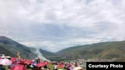2013年7月6日在中国四川省的藏人试图庆祝达赖喇嘛寿辰。