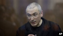 Mikhail Khodorkovsky reacts after being sentenced in a Moscow court room, 30 Dec 2010