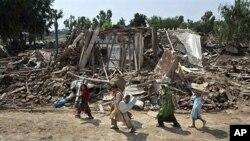خیبر پختون خواہ کے علاقے نوشہرہ میں سیلاب سے ہونے والی تباہی کا ایک منظر (فائل فوٹو)