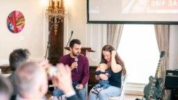 Історія родини Свічинських стала відома в Україні та за її межами навесні, коли батьки збирали більше двох мільйонів доларів на порятунок сина