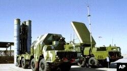 在一處不知名地點的俄羅斯S-300防空導彈設備。(資料照片)