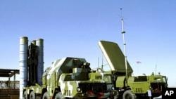 俄罗斯S-300型的防空导弹系统 (资料照片)