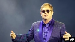 Top Ten Música na América: Elton John esteve muito doente
