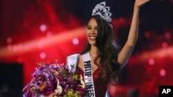 Catriona Gray of the Philippines waves to the audience after being crowned the new Miss Universe 2018 during the final round of the 67th Miss Universe competition in Bangkok, Thailand, Monday, Dec. 17, 2018.