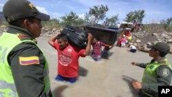 El gobierno de Venezuela decidió el cierre de su frontera con Colombia y deportar a ciudadanos colombianos