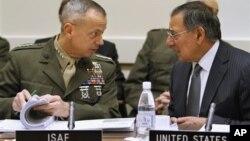 Генерал Джон Аллен и министр обороны США Леон Панетта