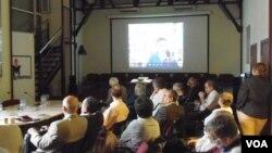 纪念碑人权组织组办的阿尔巴尼亚问题讨论会。(美国之音白桦拍摄)