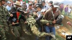 Indígenas Nasa, del Cauca, atacaron a un grupo de soldados en la población de Toribío el pasado mes de julio.