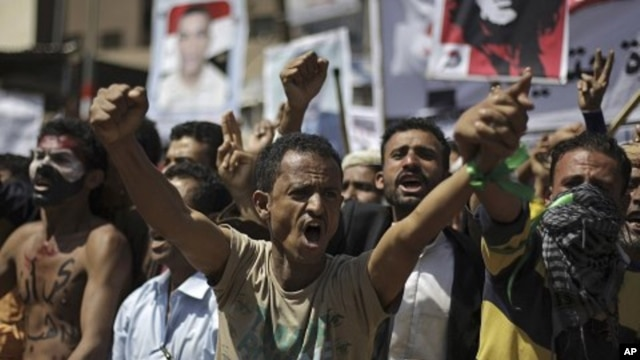 Yemeni protesters chant slogans during a demonstration demanding the resignation of Yemen's president Ali Abdullah Saleh, in Sana'a, Yemen, September 28, 2011.
