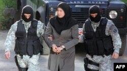 Makedonski policajci privode osumnjičene za ubistvo pet osoba blizu Skoplja