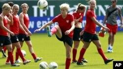 Đội bóng đá nữ của Hoa Kỳ tập luyện