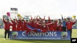 지난 2008년 뉴질랜드에서 열린 1회 17세이하 여자 월드컵 대회에서 우승한 북한 선수단. (자료 사진)