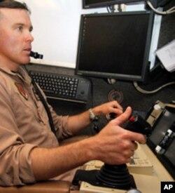 """一名少校""""飞行员""""在伊拉克某基地遥驾无人机"""