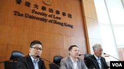 和平占中三位发起人陈健民(左起)、戴耀庭以及朱耀明牧师(美国之音海彦拍摄)