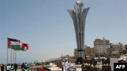 Đài kỷ niệm bao gồm pho tượng cao 10 mét với 9 cánh buồm bằng kim loại và một công viên mới
