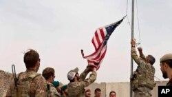 امریکایي قواوو افغانستان کې خپل مرکزونه یو په بل پسې د افغانستان حکومتي قواوو ته سپاري.