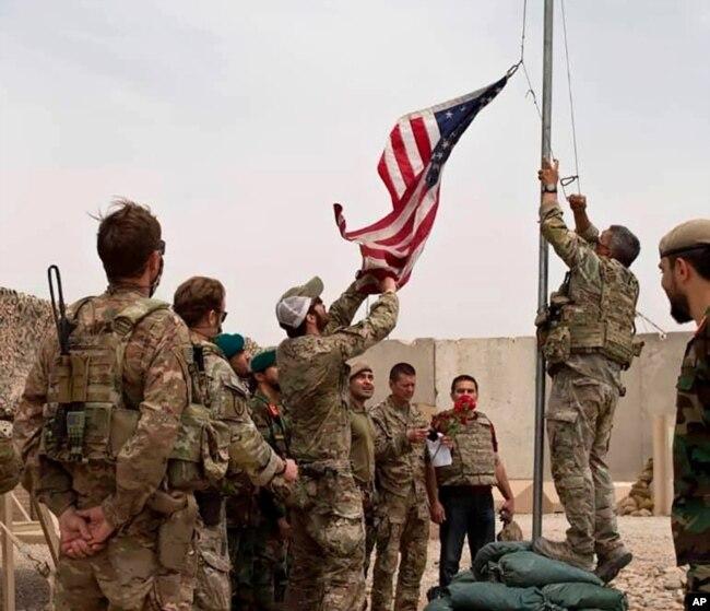 امریکی فوجی افغان صوبے ہلمند کے اپنے مرکز کا کنٹرول افغان فوج کو سونپ کر واپس جا رہے ہیں۔ 7 جولائی 2021