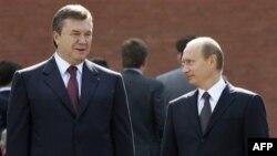 Ліворуч: президент України Віктор Янукович під час зустрічі з російським прем'єром Володимиром Путіним