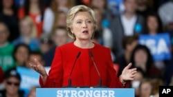 美国民主党总统候选人克林顿在俄亥俄州的肯特大学竞选(2016年10月31日)