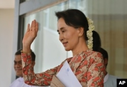 Myanmar's de facto leader and Foreign Minister Aung San Suu Kyi waves as Singapore's Foreign Minister Vivian Balakrishnan leaves following a joint press conference in Naypyitaw, Myanmar, May 18, 2016.