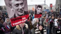 Tuần hành tưởng nhớ nhà lãnh đạo đối lập Boris Nemtsov, bị bắn chết vào thứ sáu 27 tháng 2 gần điện Kremlin.