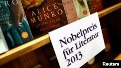 2013年,法兰克福书展上展出诺贝尔文学奖得主、加拿大作家艾丽斯·芒罗的书籍。