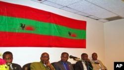 Dirigentes históricos da UNITA. Da esquerda para a direita estão Abel Chivukuvuku, Samuel Chiwale, Paulo Lukamba Paulo, Jose Quissanga e Carlos Tiago Kandanda.