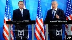 Ketua DPR John Boehner (kiri) dan PM Israel Benjamin Netanyahu memberikan konferensi pers bersama di Yerusalem, Kamis (1/4).