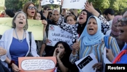 Manifestation contre la violence sexiste devant l'opéra du Caire, le 14 juin 2014, après l'agression sexuelle en publique par un groupe d'hommes sur la place Tahrir. (Reuters)