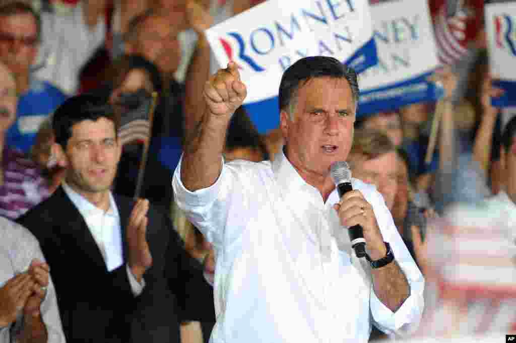 Митт Ромни выступает на предвыборном митинге в Манассасе, Вирджиния. 11 Августа 2012 года.