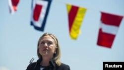 Ngoại trưởng Hoa Kỳ Hillary Clinton phát biểu tại hải cảng Batumi trong vùng Hắc Hải