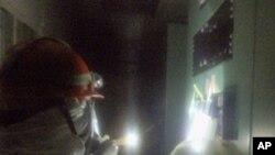 원자로를 점검하는 도쿄전력 직원들