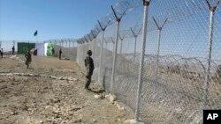پاکستان با افغانستان بیش از ۲۶۰۰ کیلومتر مرز دارد