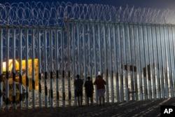 美国墨西哥边界上的一处栅栏