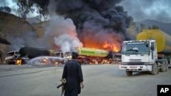 ملتان اور طورخم میں سات ٹینکر نامعلوم افراد کے حملوں میں تباہ