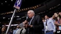 Thượng nghị sĩ Bernie Sanders tại Đại hội Đảng Dân chủ toàn quốc