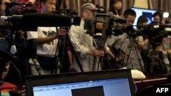 Một trong những tác phẩm nghệ thuật bị đánh cắp trên một màn hình máy vi tính trong cuộc họp báo bên trong Tử Cấm Thành ở Bắc Kinh, ngày 11/5/2011