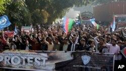 امریکی فیصلے کے خلاف لاہور میں ہونے والے ایک احتجاج کا منظر