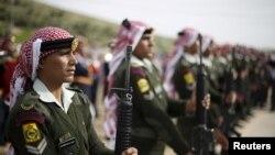 Des soldats jordaniens lors des funérails du capitaine Rashed Zyoud, qui a été tué lors d'un raid de l'État islamique, à Zarqa, Jordanie, le 2 mars 2016.
