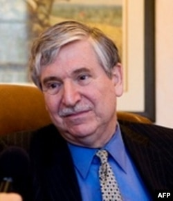 جان لیمبرت، گروگان سابق آمریکا در ایران:مجاهدین حامی گرونگانگیران بودند.