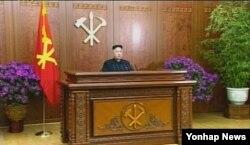 지난 2013년 1월1일 북한 김정은 국방위원회 제1위원장이 노동당 청사에서 육성으로 신년사를 발표하고 있다.