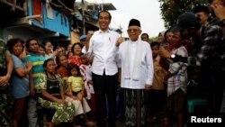 Presiden Joko Widodo dan Ma'ruf Amin setelah mendeklarasikan kemenangan pilpres 2019 di Jakarta, Selasa, 21 Mei 2019. (Foto: Reuters)