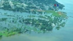 Venezolanos asisten a afectados por inundaciones