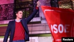 Le Premier Ministre socialiste Pedro Sánchez,devant ses partisans à l'issue du scrutin de dimanche.