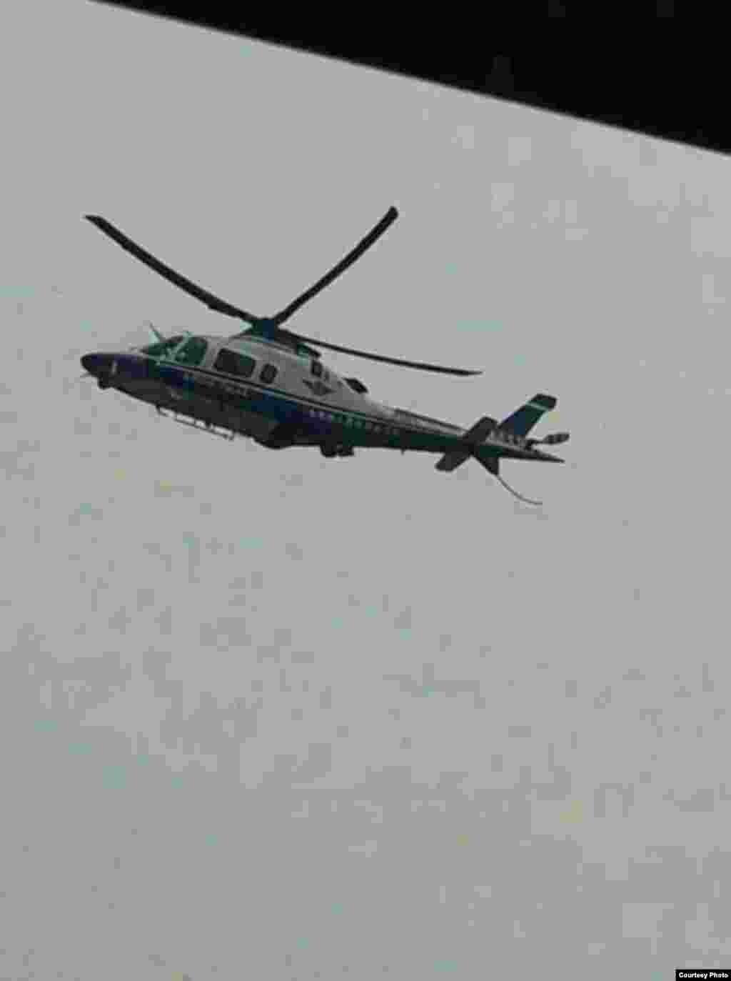 当局出动直升机在空中巡逻。(网民提供)