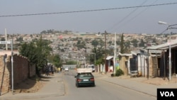 A view shows a cross-section of Diepsloot township, South Africa. (VOA/D. Taylor)