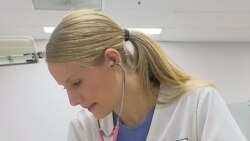 Sinh viên ngành điều dưỡng ở Mỹ chật vật kiếm việc
