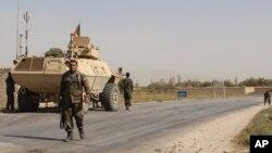 Pasukan Afghanistan melakukan pengamanan di provinsi Baghlan yang bergolak (foto: dok). Serangan bom di Baghlan menewaskan 12 orang Kamis 19/5.